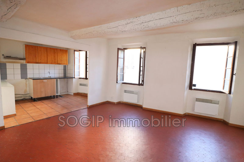 Photo Appartement Flayosc Centre-ville,  Location appartement  3 pièces   50 m²