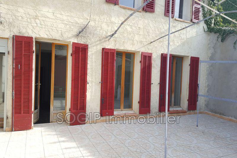 Photo Appartement Flayosc Village,  Location appartement  3 pièces   66m²