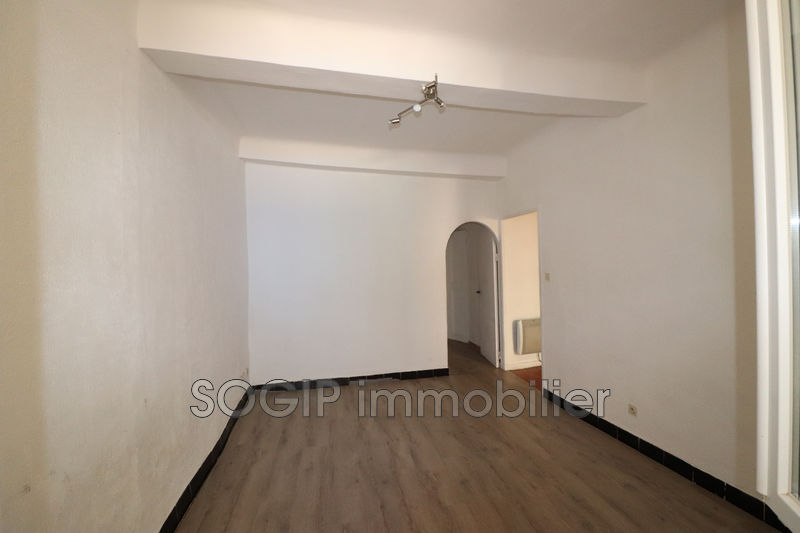Photo Appartement Flayosc  Location appartement  4 pièces   53 m²