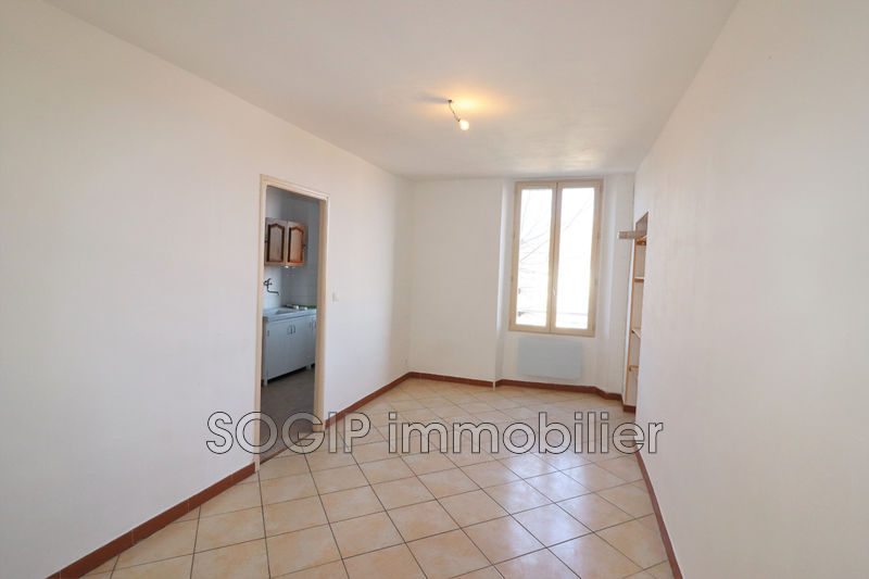 Photo Appartement Flayosc Centre-ville,  Location appartement  3 pièces   68 m²