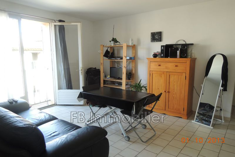 Photo Appartement Eyguières  Location appartement  3 pièces   58 m²