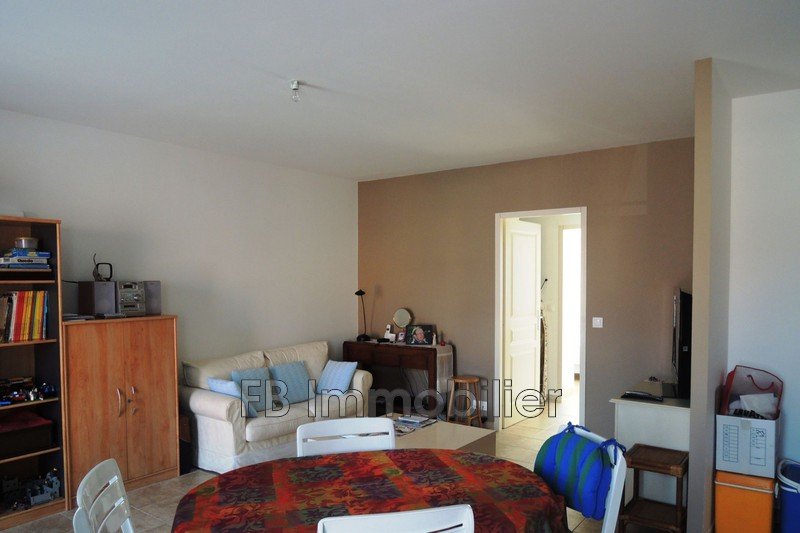 Appartement Eyguières  ,  Location appartement  3 pièces   58m²