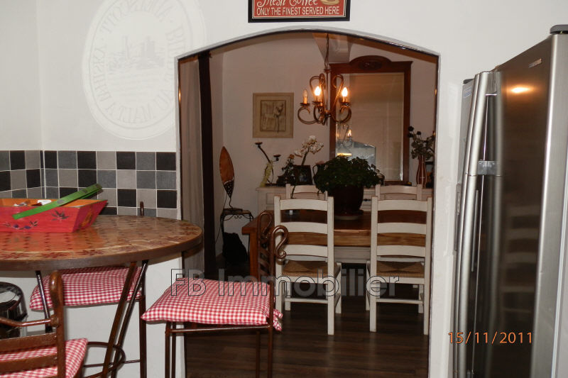 Photo n°1 - Location maison de village Eyguières 13430 - 780 €