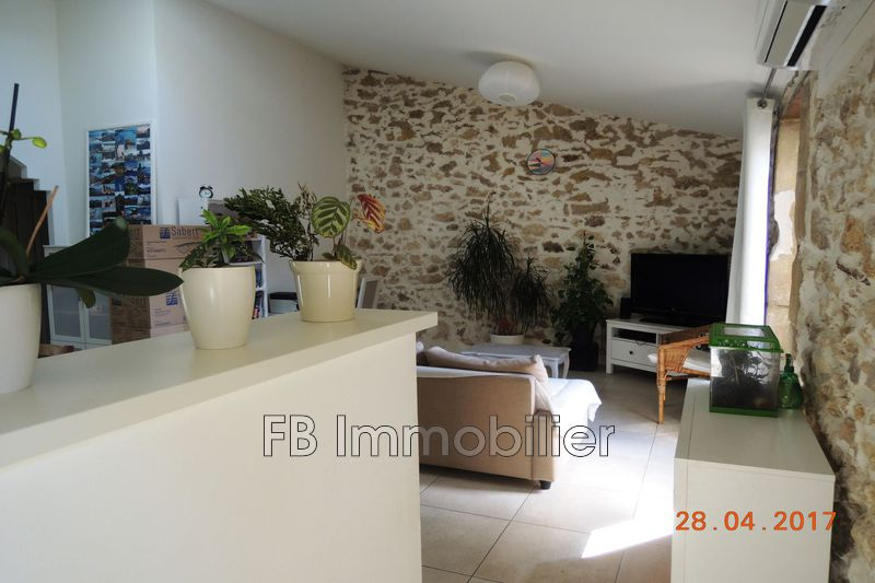 Photo Appartement Eyguières  Location appartement  3 pièces   66 m²