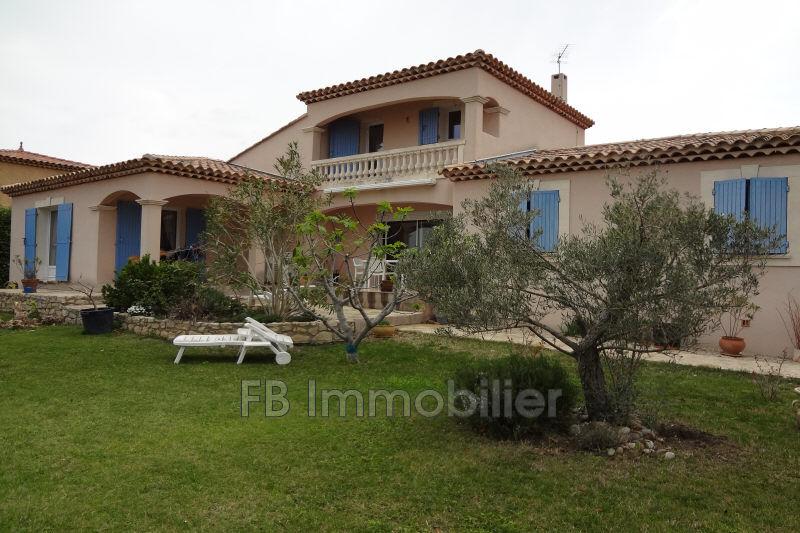Villa Eyguières  Location villa  3 chambres   137m²
