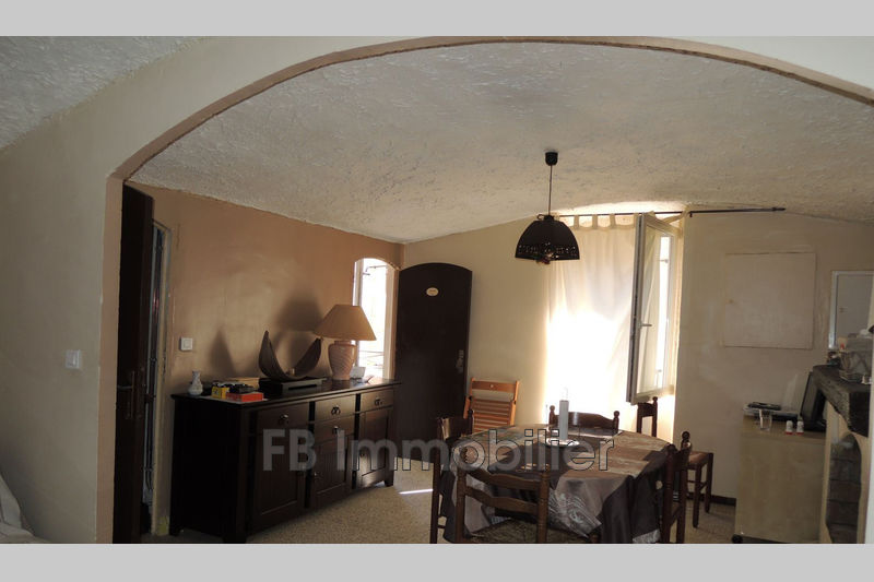 Photo n°1 - Location maison de village Eyguières 13430 - 620 €