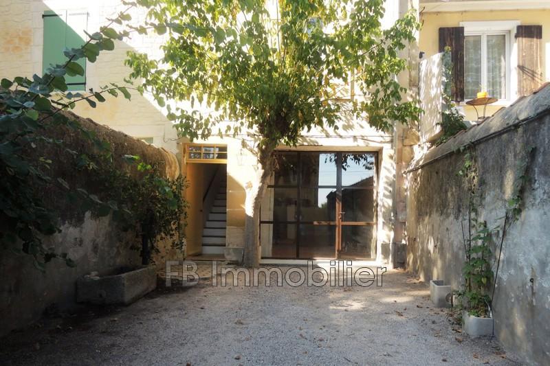 Maison de village Eyguières Centre-ville,  Location maison de village  2 chambres   75m²