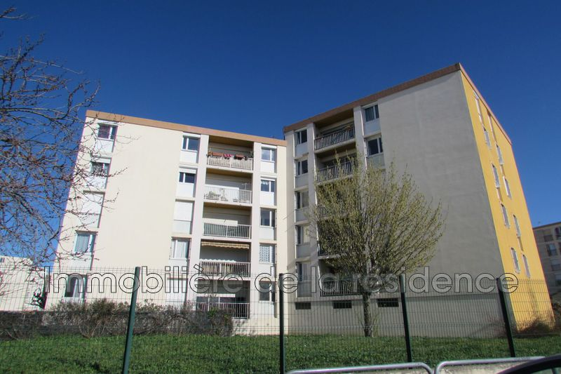Photo Appartement Rognac  Location appartement  3 pièces   66m²
