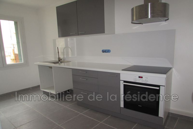 Photo Appartement Rognac Centre-ville,  Location appartement  3 pièces   93 m²