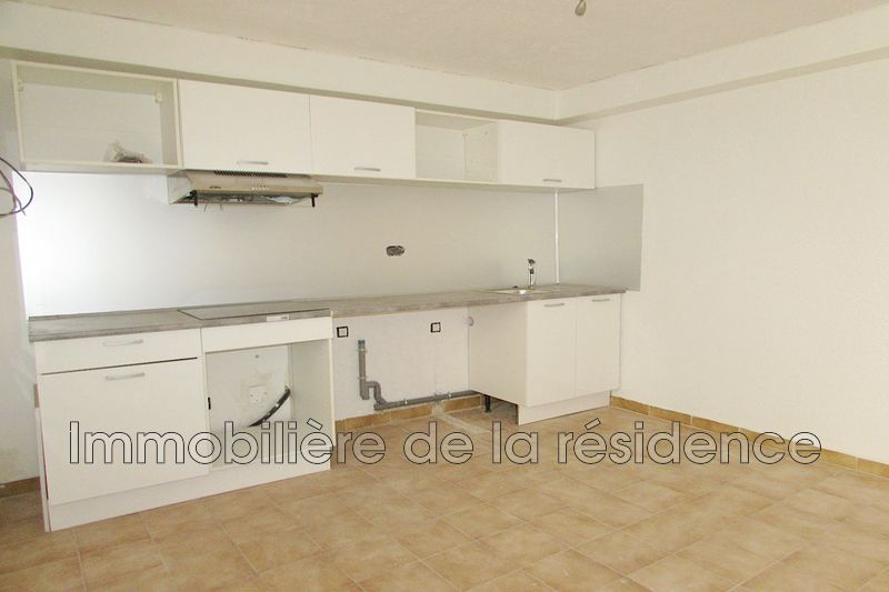 Photo Appartement Rognac Centre-ville,  Location appartement  2 pièces   32 m²