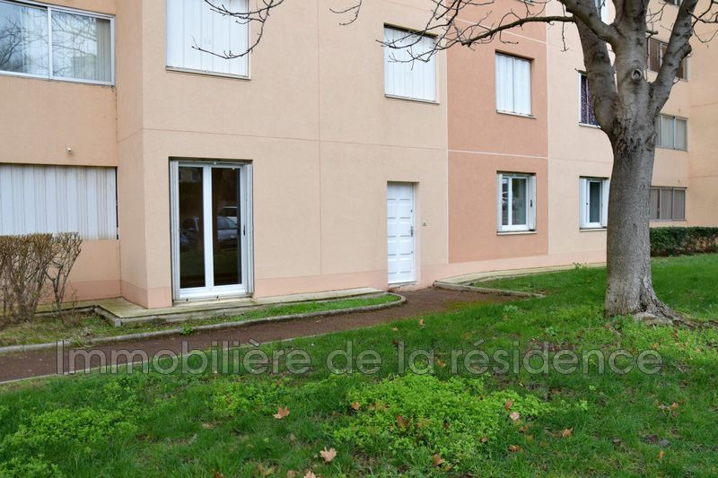 Photo Appartement Vitrolles  Location appartement  2 pièces   49 m²