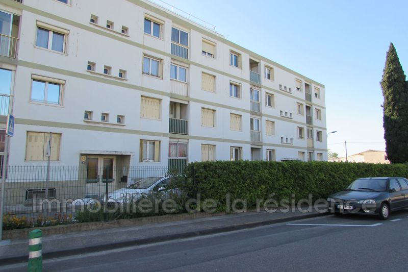 Photo Appartement Rognac  Location appartement  3 pièces   57 m²