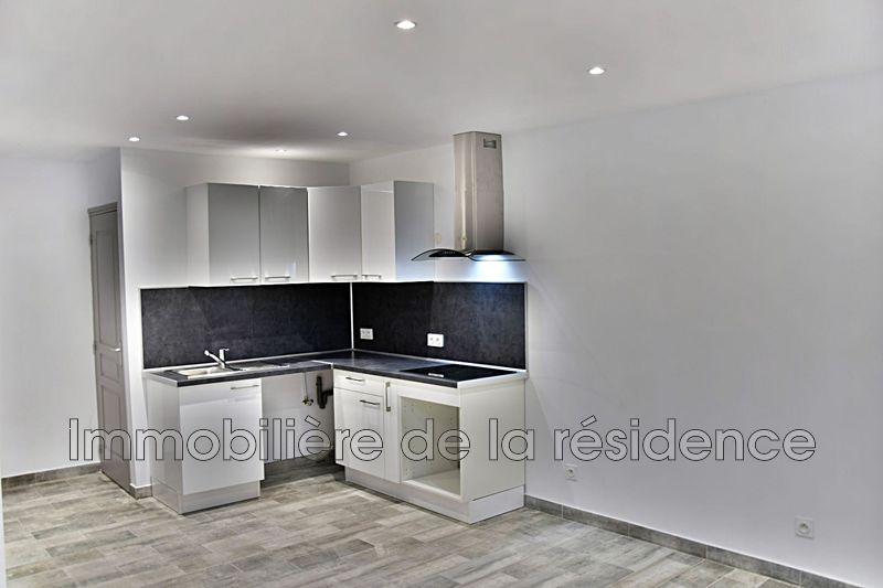 Photo Appartement Rognac Centre-ville,  Location appartement  1 pièce   25m²