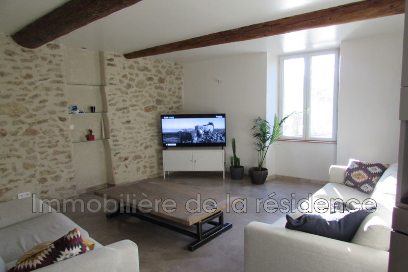 Photo Appartement Grans Centre village ,  Location appartement  2 pièces   46 m²