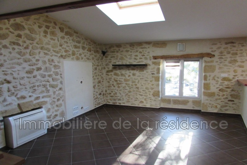 Photo Appartement Grans  Location appartement  3 pièces   69 m²