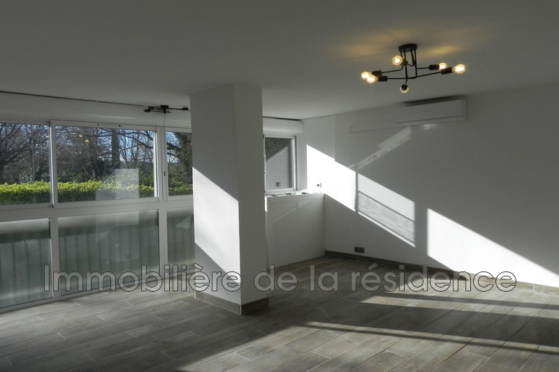 Photo Appartement Marignane  Location appartement  4 pièces   82 m²