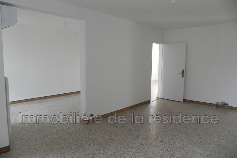 Photo Appartement Marignane  Location appartement  5 pièces   86 m²