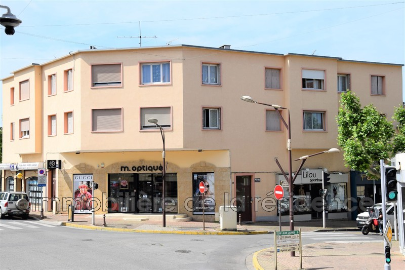Photo Apartment Rognac Centre-ville,  Rentals apartment  2 rooms   34m²
