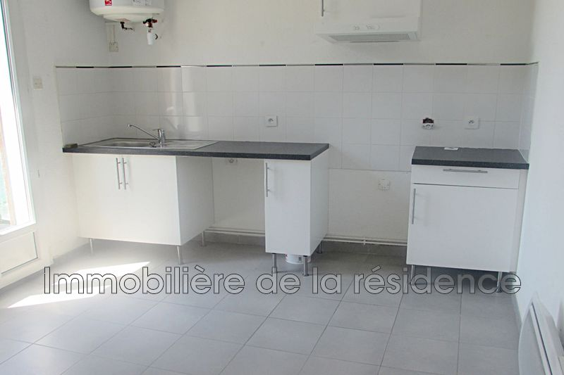 Photo Appartement Rognac Centre-ville,  Location appartement  2 pièces   42 m²