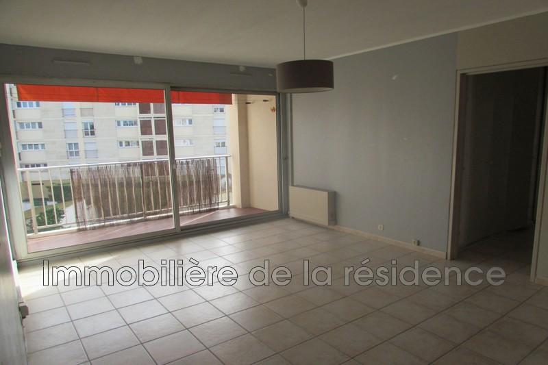 Photo Appartement Rognac  Location appartement  4 pièces   83m²