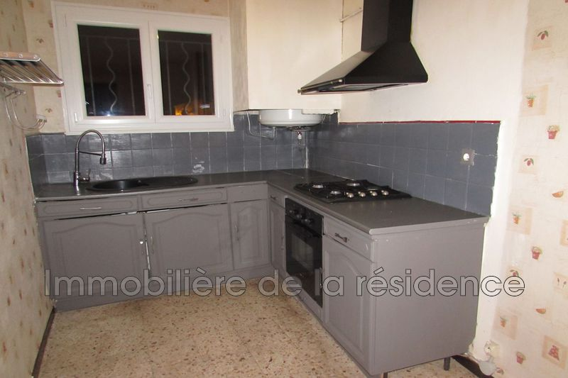 Photo Appartement Rognac Centre-ville,  Location appartement  3 pièces   61 m²