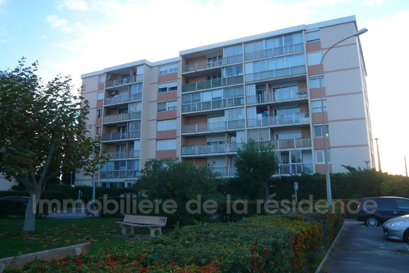 Photo Appartement Rognac Centre-ville,  Location appartement  2 pièces   52 m²
