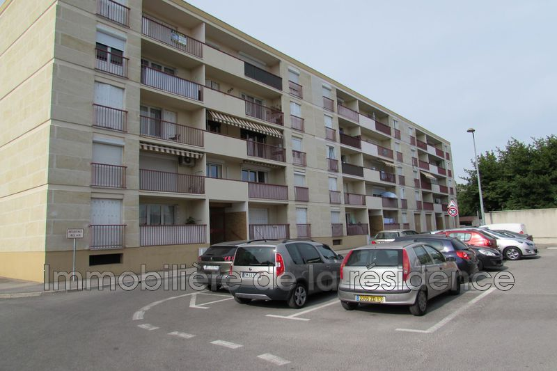 Photo Appartement Rognac  Location appartement  3 pièces   70 m²