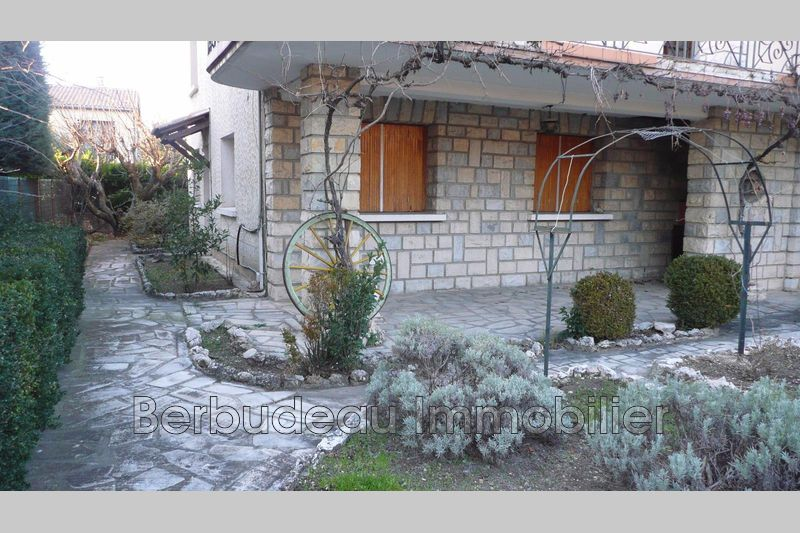 Photo Appartement Carpentras  Location appartement  3 pièces   60 m²