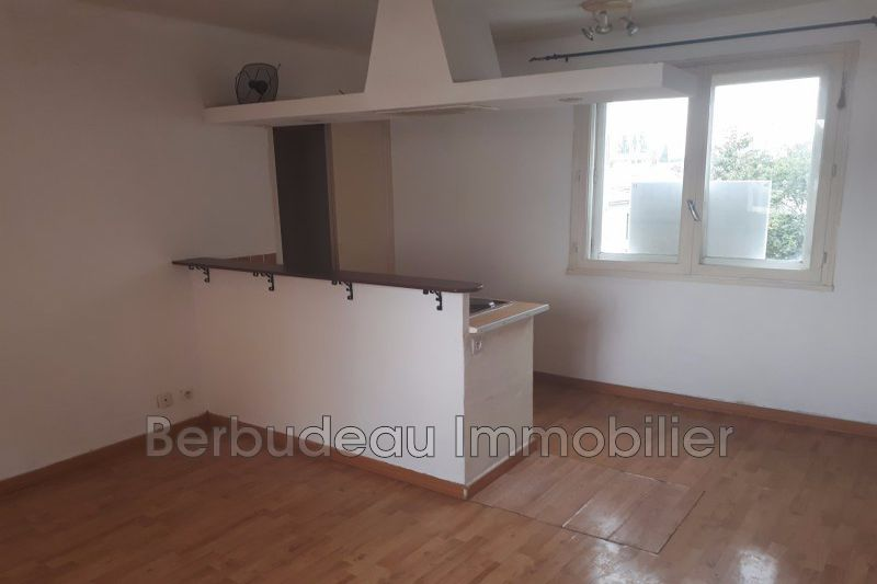Photo Appartement Carpentras  Location appartement  2 pièces   46 m²