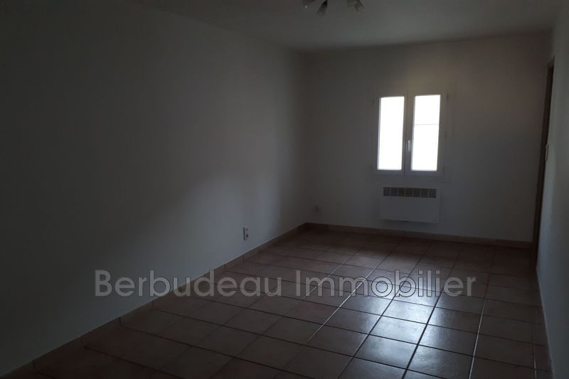 Appartement Carpentras  Location appartement  2 pièces   35 m²