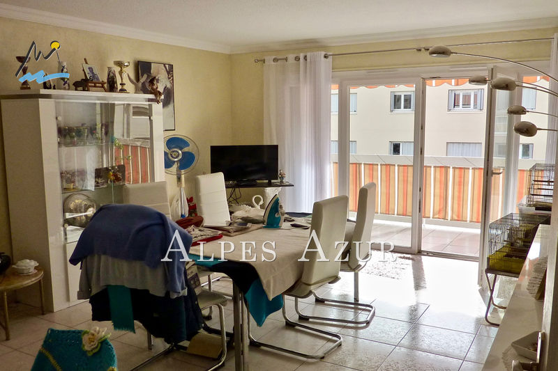 Photo n°2 - Vente appartement Saint-Laurent-du-Var 06700 - 244 000 €