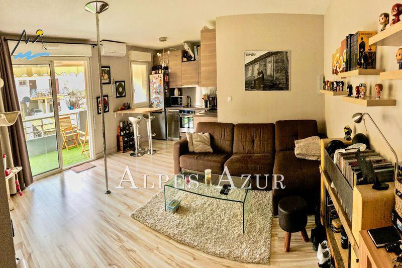 Photo n°2 - Vente appartement Saint-Laurent-du-Var 06700 - 210 800 €