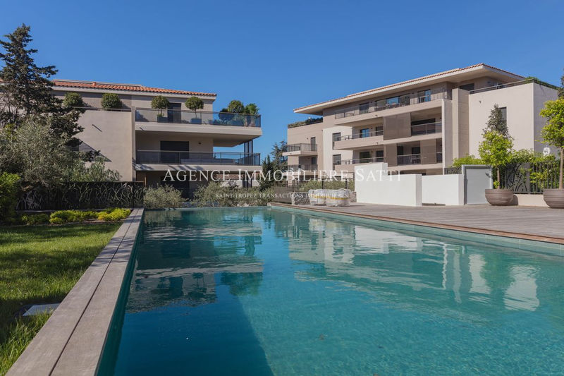 Photo Apartment Saint-Tropez Centre-ville,  Location saisonnière apartment  3 rooms   60 m²