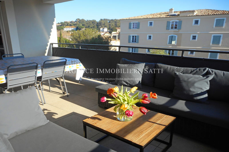 Photo Apartment Saint-Tropez Centre-ville,  Location saisonnière apartment  4 rooms   96 m²