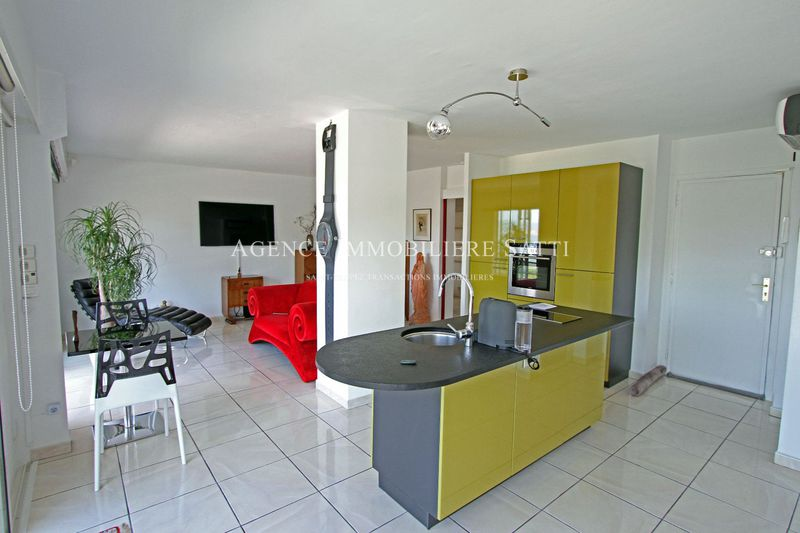 Photo Appartement Saint-Tropez   achat appartement  2 pièces   72 m²