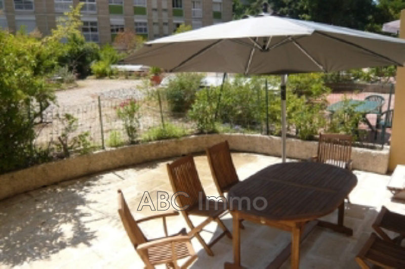 Photo Appartement Aix-en-Provence Centre-ville,  Location appartement  2 pièces   33 m²