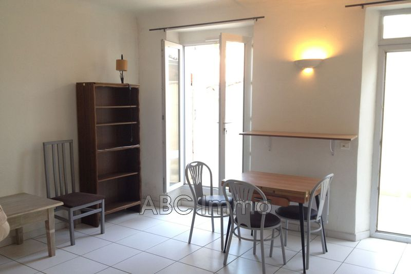 Photo Appartement Aix-en-Provence Centre-ville,  Location appartement  1 pièce   25 m²