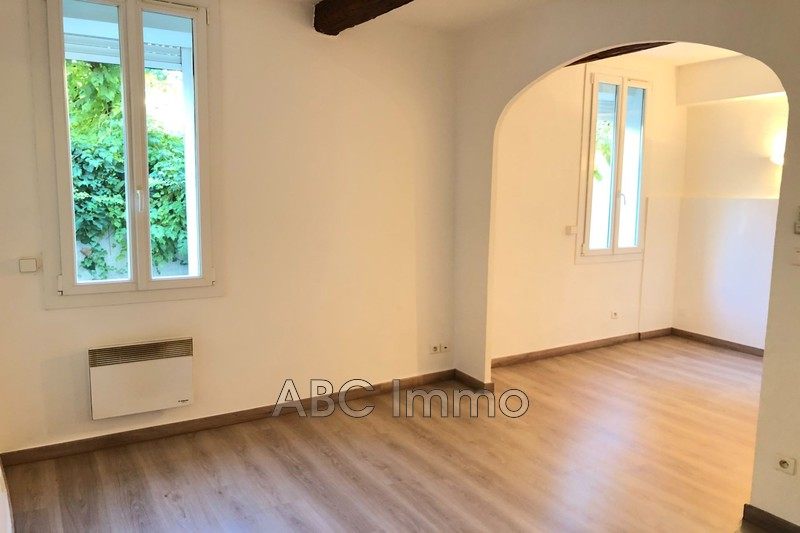 Photo Appartement Aix-en-Provence  Location appartement  2 pièces   45 m²
