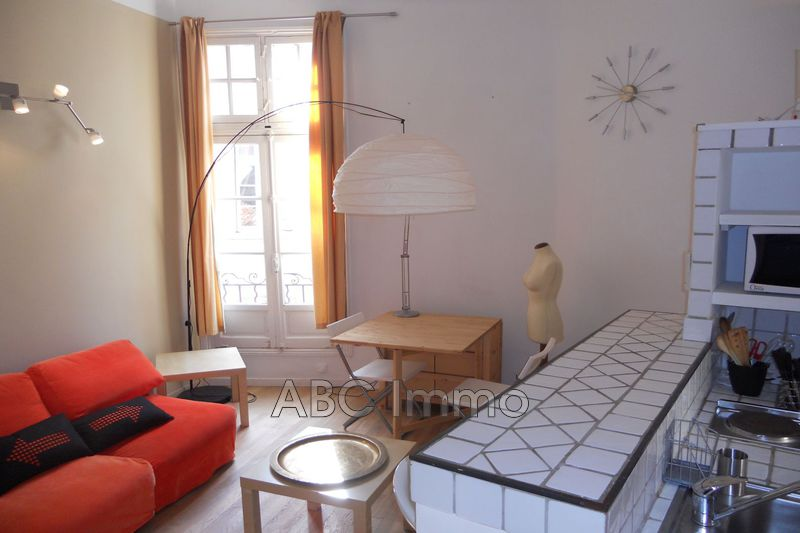 Photo Appartement Aix-en-Provence Centre-ville,  Location appartement  1 pièce   19 m²