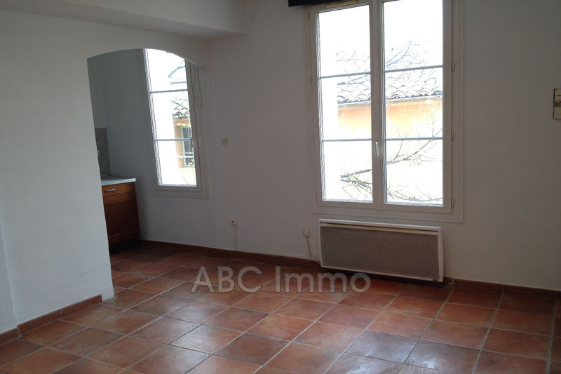 Photo Appartement Aix-en-Provence Centre-ville,  Location appartement  1 pièce   27 m²