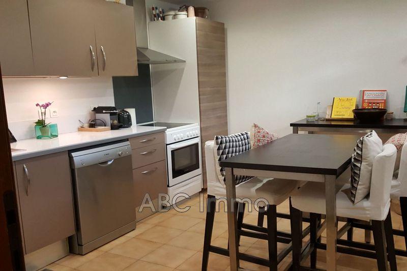 Photo Appartement Aix-en-Provence  Location appartement  3 pièces   75m²