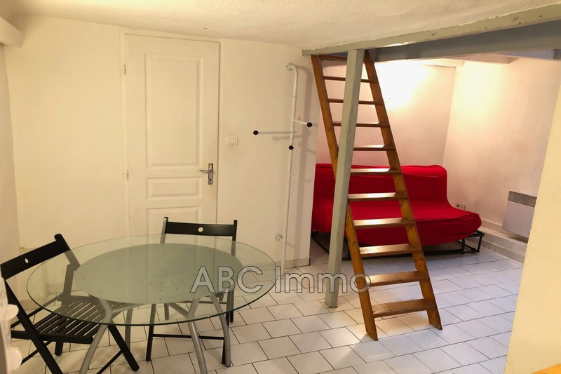 Photo Appartement Aix-en-Provence Centre-ville,  Location appartement  1 pièce   26 m²