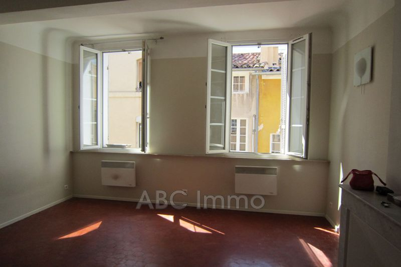 Photo Appartement Aix-en-Provence Centre-ville,  Location appartement  1 pièce   32 m²