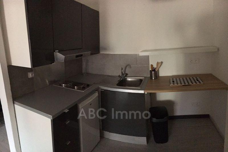 Photo Appartement Aix-en-Provence  Location appartement  1 pièce   25m²
