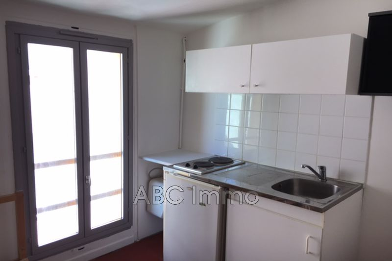 Photo Appartement Aix-en-Provence  Location appartement  1 pièce   11 m²