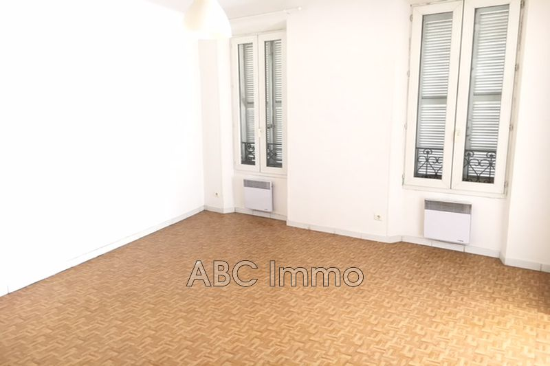 Photo Appartement Aix-en-Provence Centre-ville,  Location appartement  3 pièces   79 m²