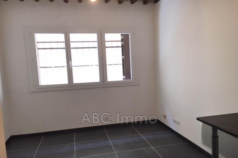 Photo Appartement Aix-en-Provence Centre-ville,  Location appartement  1 pièce   17m²