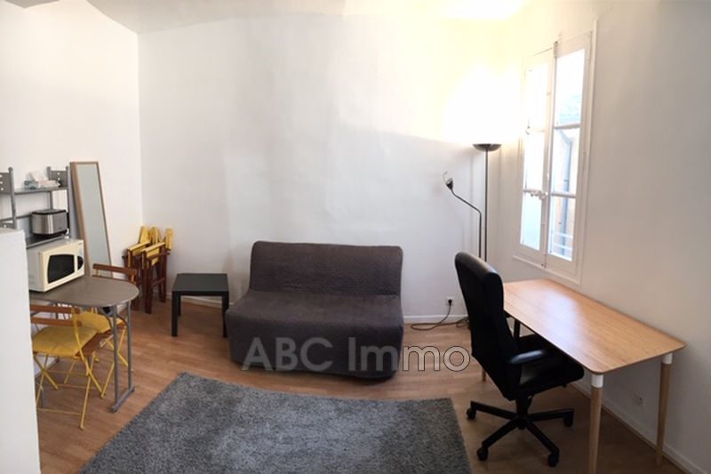 Photo Appartement Aix-en-Provence Proche cathedrale,  Location appartement  1 pièce   19 m²
