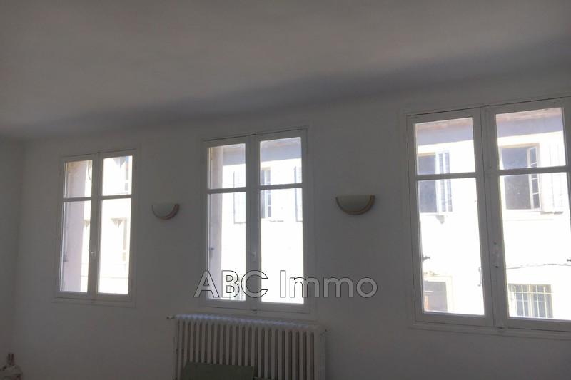 Photo Appartement Aix-en-Provence Centre-ville,  Location appartement  3 pièces   63m²