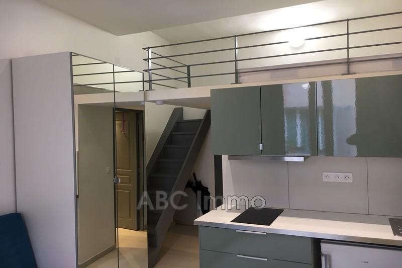 Photo Appartement Aix-en-Provence Centre-ville,  Location appartement  1 pièce   16m²